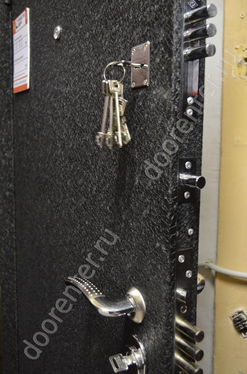 покрытие бархат на металлической двери